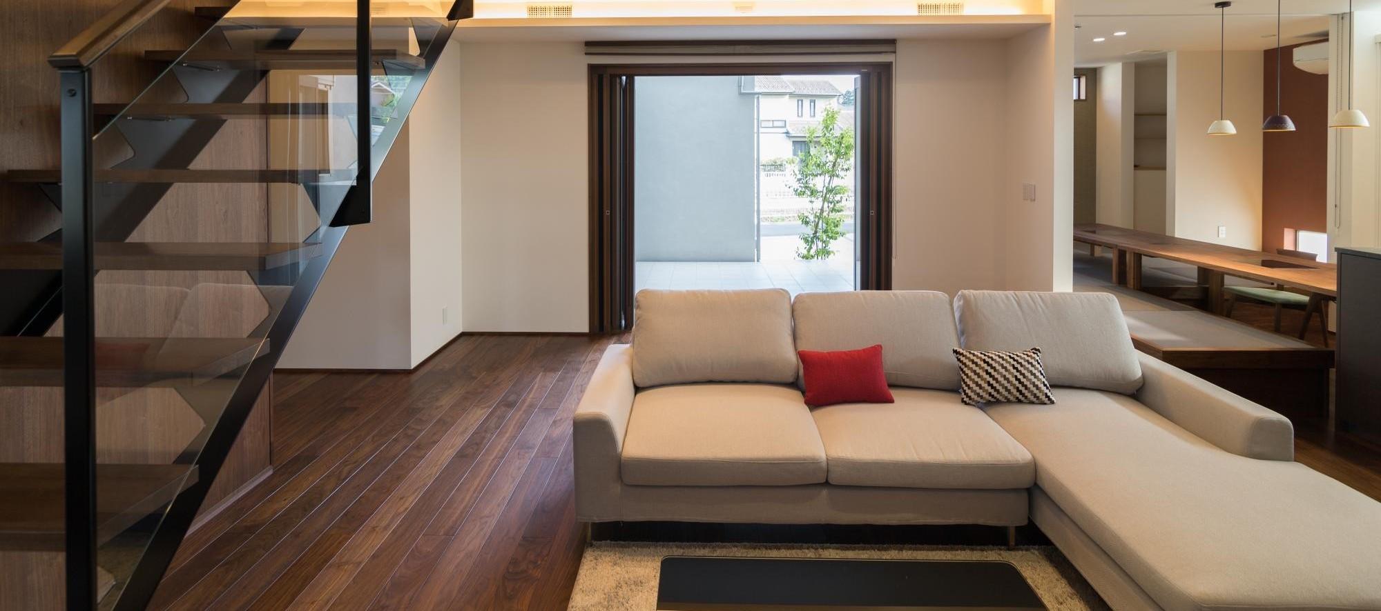 住人百色の家 それぞれの家族のライフスタイルや未来に向き合い、快適が長く続き、安心で 暮らしやすく居心地の良い家族想いの住宅を提案します。